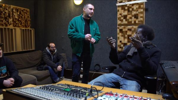 outil-pédagogique-fiche-support-de-cours-documentaire-DVD-film-hip-hop-rap-Belgique-11-minutes-30-contre-les-lois-racistes-Giveme5prod-code-rouge