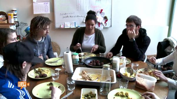 outil-pédagogique-fiche-support-de-cours-documentaire-DVD-film-malbouffe-alimentation-nourriture-jeunes-junk-food